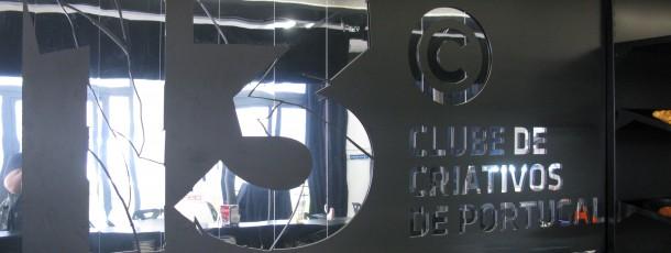 Decoração do espaço para entrega dos prémios de criatividade do Clube Criativos de Portugal, na Escola ETIC Lisboa